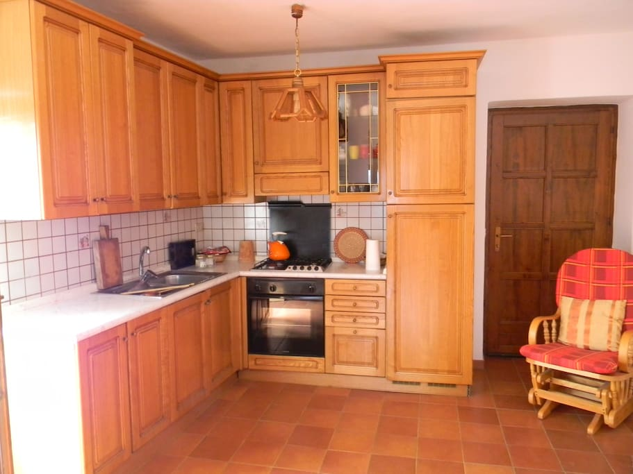 Kitchen with microwave oven, laundry and all the forniture you need.