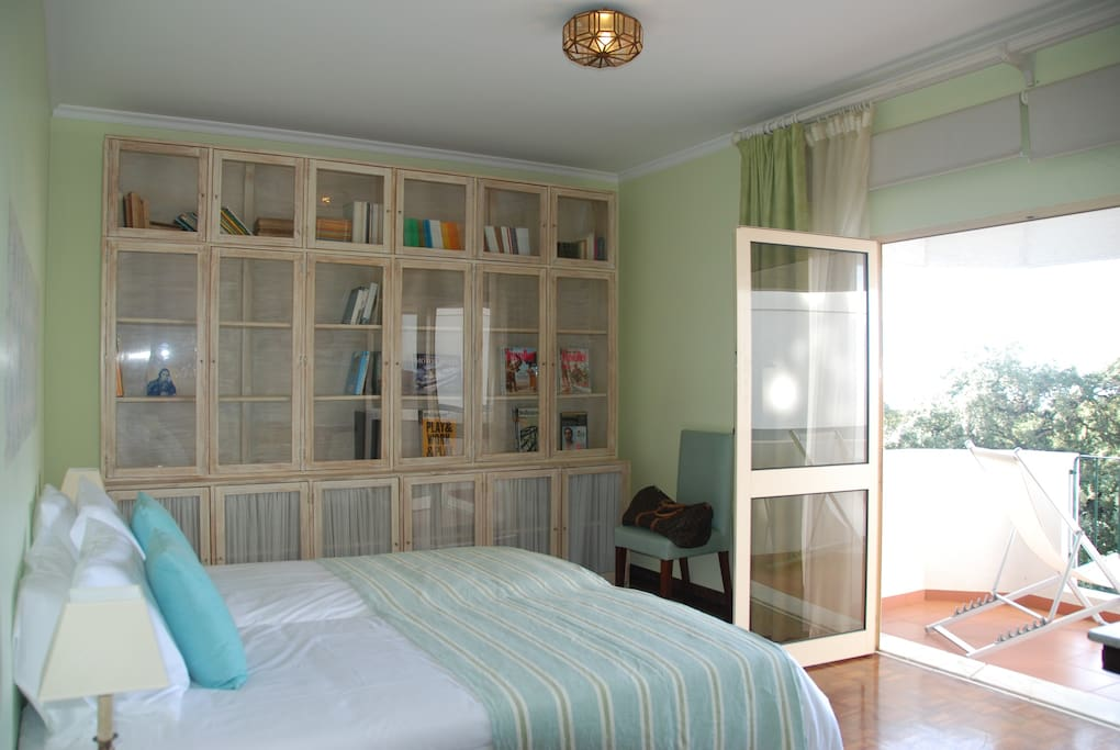 Huge Green bedroom with private balcony and fantastic views. Sunbath. Romantic Evenings