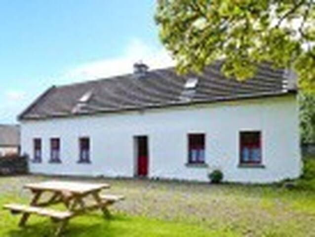 Traditional Irish cottage on farm  - Caher - Cottage