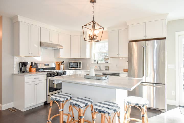#622: Private, Newly Renovated, Modern, Deeded Pond Access, Walk to Main Street!