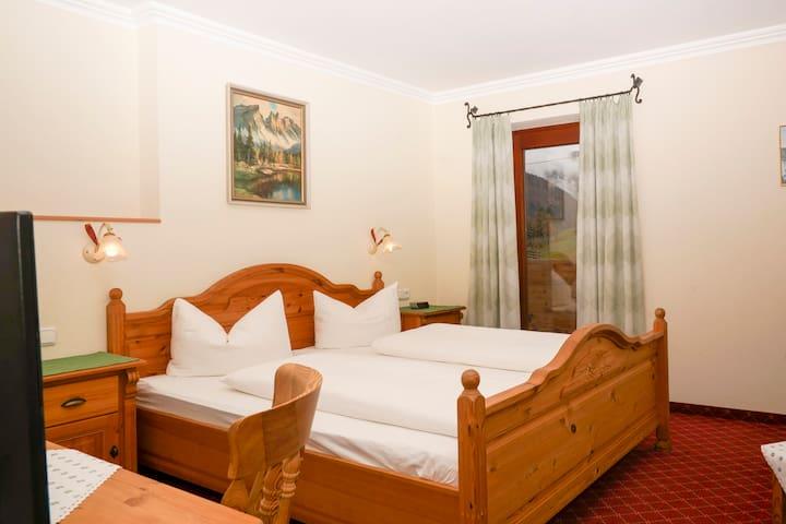doppelzimmer mit fr hst ck pension sonnleit n bed breakfasts zur miete in kirchdorf in. Black Bedroom Furniture Sets. Home Design Ideas