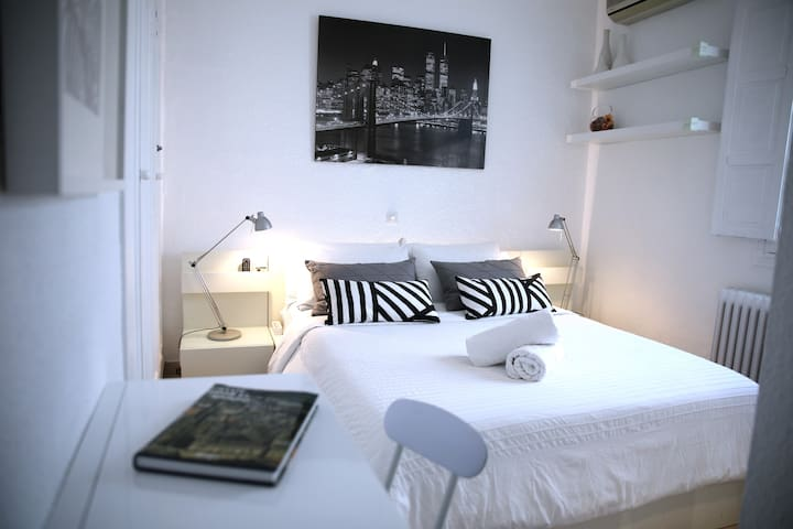 Cozy ensuite double room in the heart of Madrid