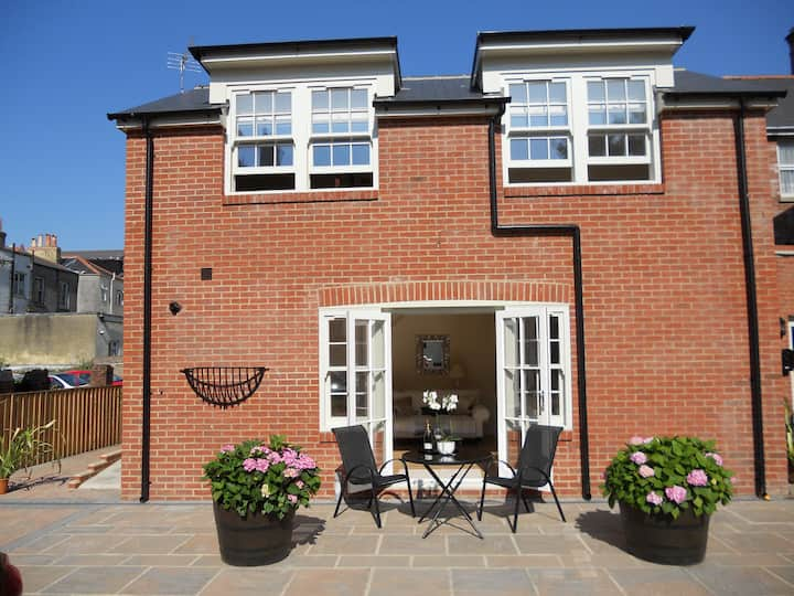 Luxury Mews House - 5 mins. from Beach