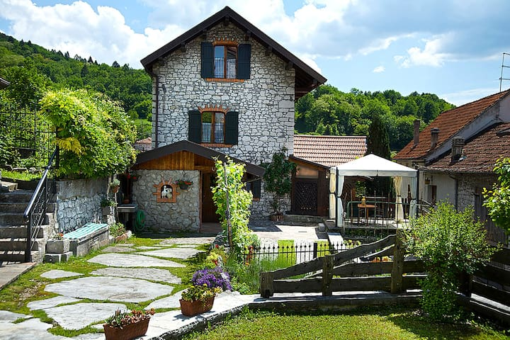 Independent cottage in Ponte nelle Alpi, with private garden, Wi-Fi and jacuzzi