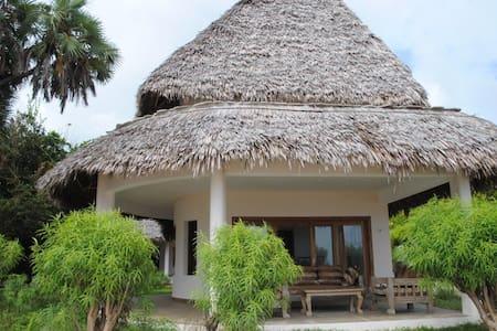 Super Romantic Beach House - Malindi - Villa