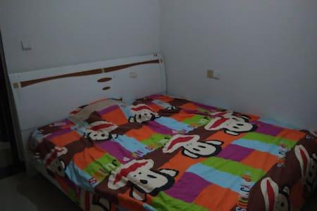 紧邻乐山高铁站,两室一厅房间就我一个人住,带您畅快游乐山! - Leshan - Bed & Breakfast