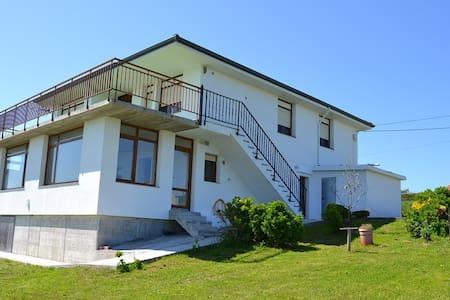Casa con vistas mar y montaña - Langre - Huis