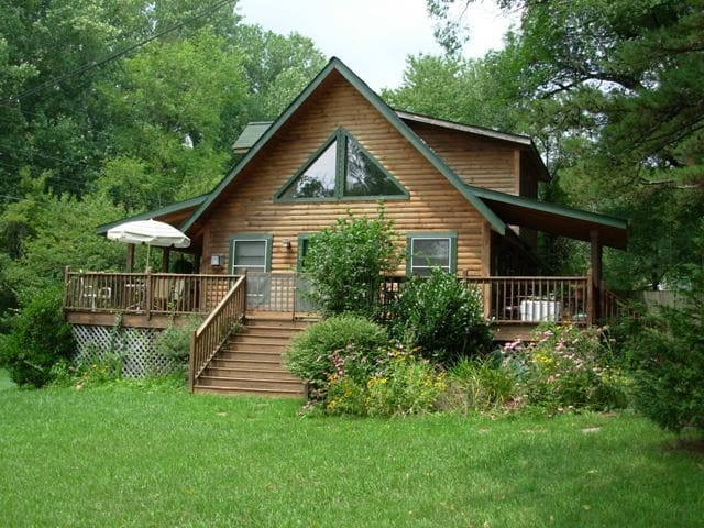 Pet friendly log cabin with hot tub cottages for rent in for Asheville cabin rentals pet friendly
