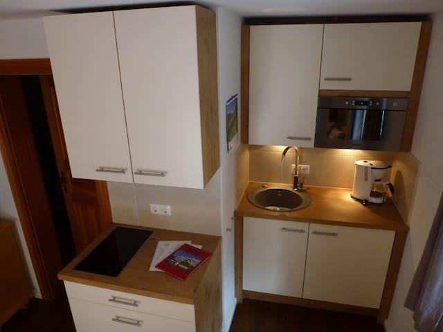 modern ausgestattete Küchenzeile