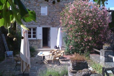 Villa Macampo - Les Salelles - บ้าน