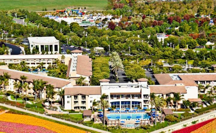 2BR/2BA Oceanview Resort Condo next to Legoland