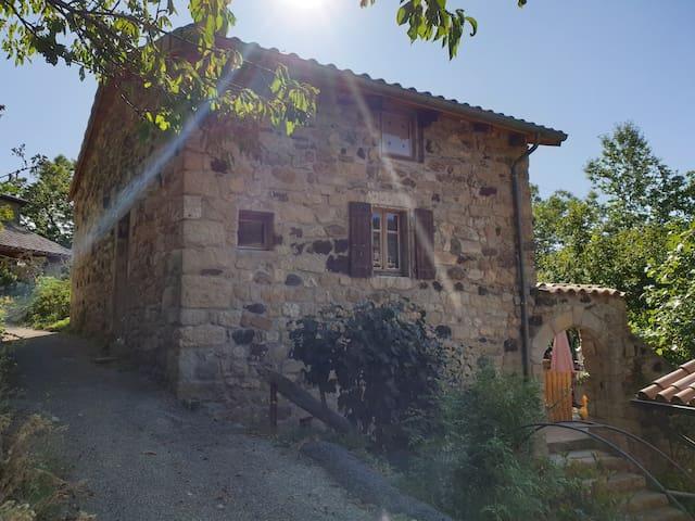 Maison en pierre de hameau