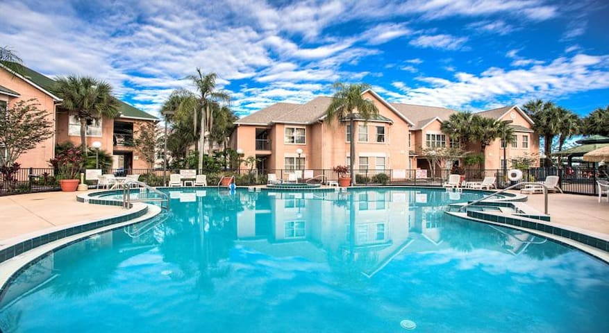 Beautiful suite 1.5 miles from Disney! Sleeps 6. - Kissimmee - Βίλα