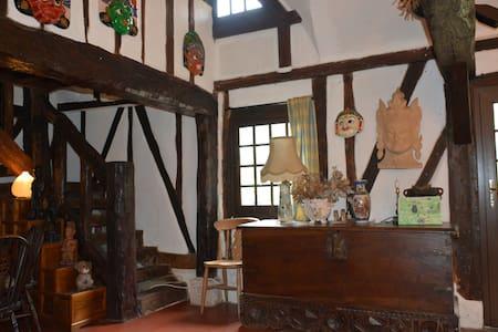 Longère normande à pans de bois et toit de chaume - Goupilleres - Rumah