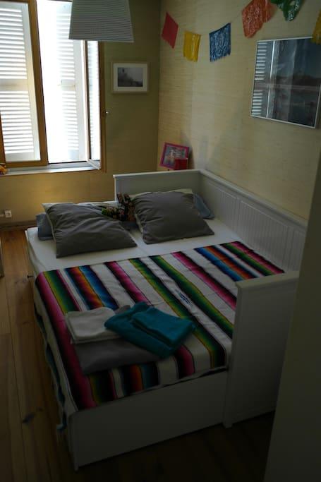 le lit une fois en configuration 2 places