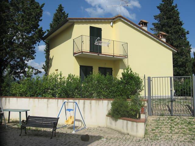 Domina splendide colline toscane  - Poggibonsi - Villa