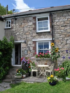 Pretty Cornish Cottage  - House