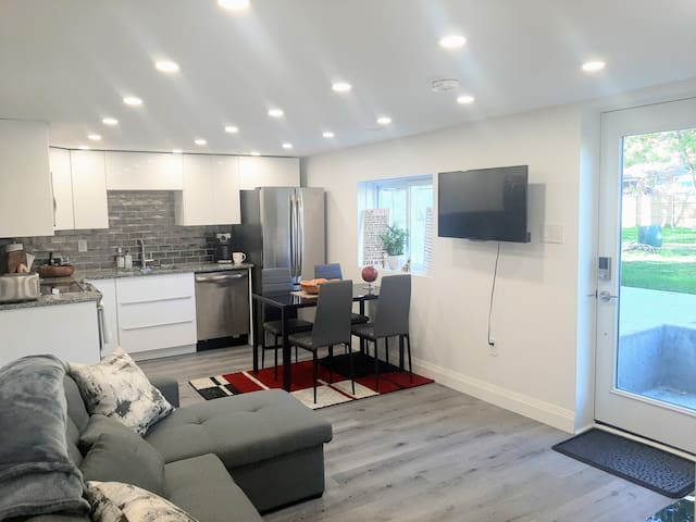 BRAND NEW Luxury 1 Bedroom Suite close to downtown