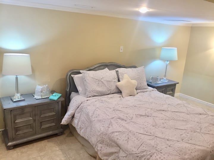 Over 2000sqft Lower Level Suite. 4 Bed & 1.5 Bath