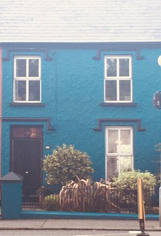 Centrally located, cosy, charming townhouse.