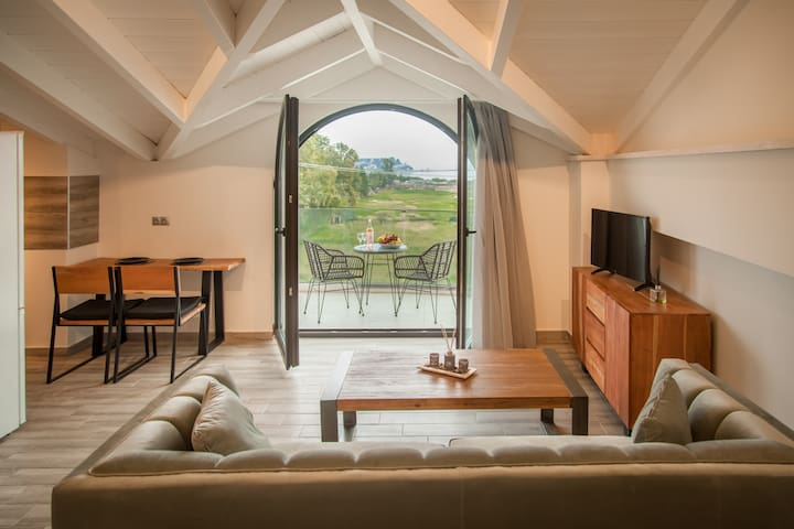 Luxury House - Υπέροχη σοφίτα ρουστίκ design (202)