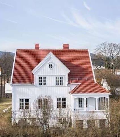 Herskapelig hus for sommerferien - Bærum - Talo