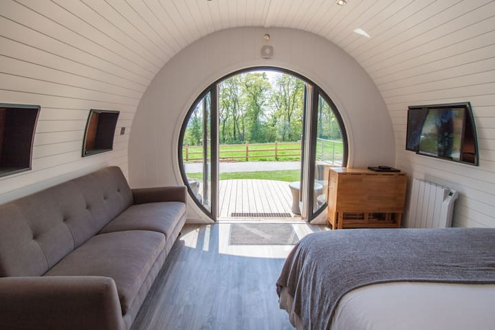 Primrose Family Glamping Pod | sleeps 4 - Gold Award winning