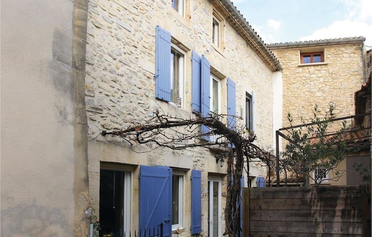 Terraced house with 2 bedrooms on 108 m² in Boulbon