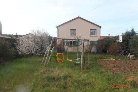 Premier étage maison avec terrasse - Lachapelle-Sous-Aubenas - Villa