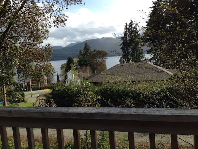 3 BR cabin w/ view of Lake Cowichan - Youbou - Huis