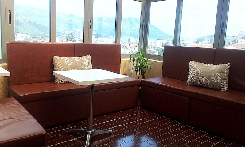 Sunny penthouse, 2bedroom,10min sea - Budva - Appartement