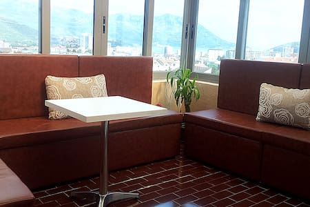 Sunny penthouse, 2bedroom,10min sea - Budva - Daire