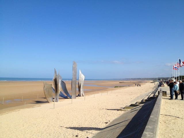 Located on one of most famous D-Day - Saint-Laurent-sur-Mer - 旅舍