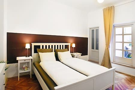 Special February 37 Euro by the CHARLES BRIDGE - Praha