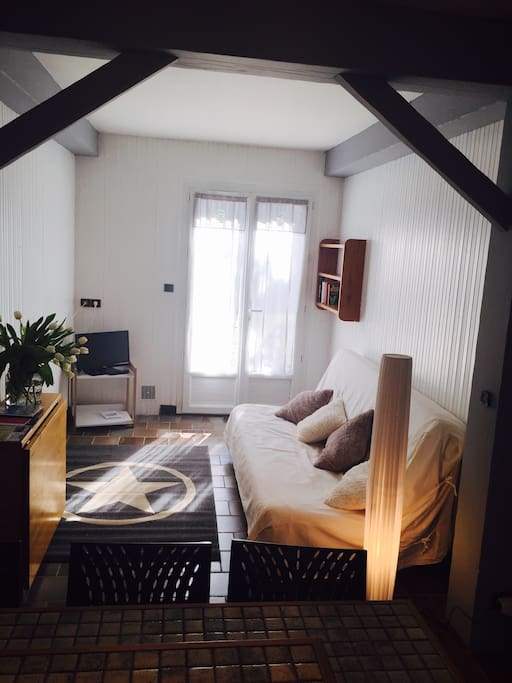 studio t1 meuble appartements louer la rochelle poitou charentes france. Black Bedroom Furniture Sets. Home Design Ideas