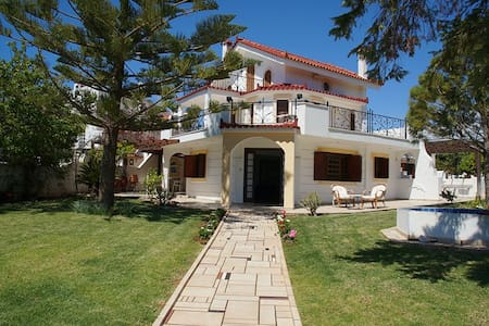Beautiful House with Sea View - Thimari