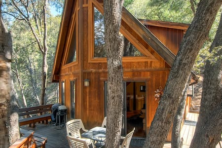 """Tree House"" 3BR Pine Mtn Club Cabin - Pine Mountain Club - Blockhütte"