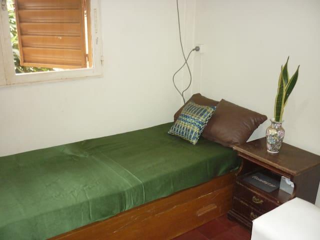 habitacion con desayuno hasta 2 pax - Puerto Iguazú - Bed & Breakfast