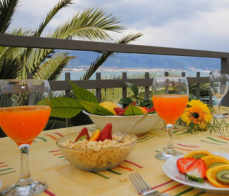 Enjoy your breakfast on sunny terrace with sea view