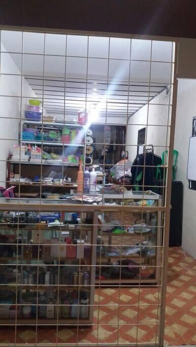 Bazar y taller de costura.