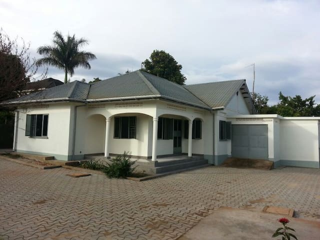 The Close - Namulanda. 3 BEDROOM  - Entebbe - Casa