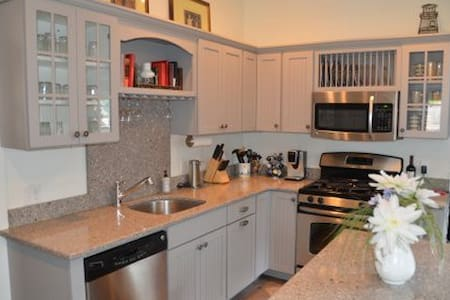 5 bedroom cottage w/ Dream Kitchen & Heat/AC - Oak Bluffs - Ház