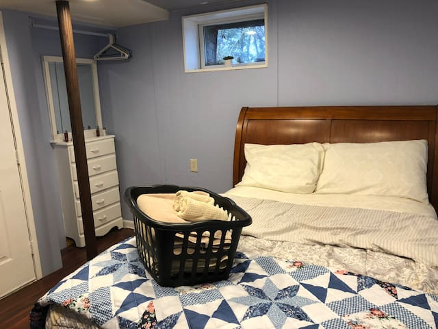 Bed comes with all linens and a quilt.