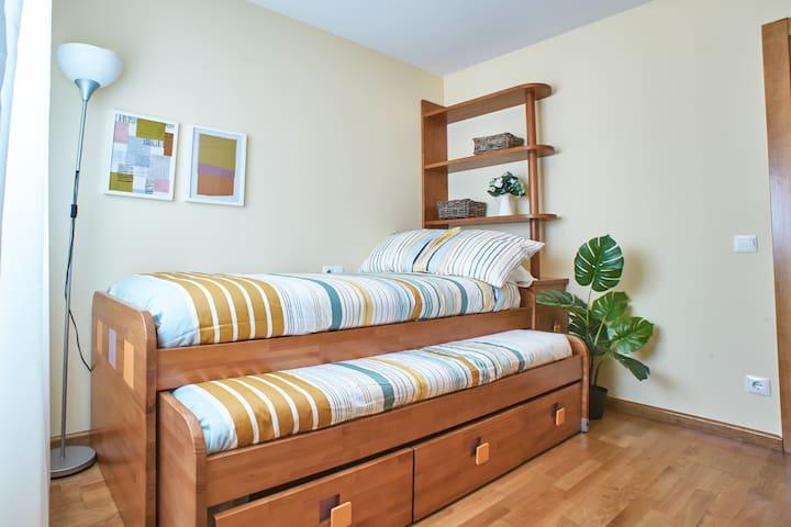 Tercer dormitorio: doble cama individual, con amplio almacenaje