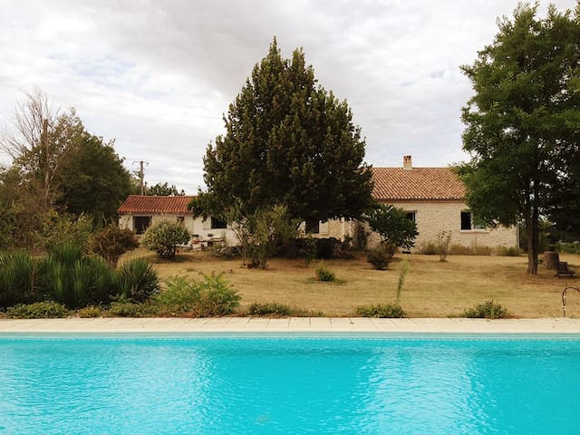Beautiful Barn in Quercy with pool - Montaigu-de-Quercy - Huis