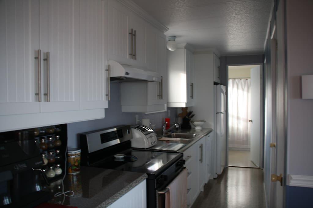 Cuisinette et salle de bains 1