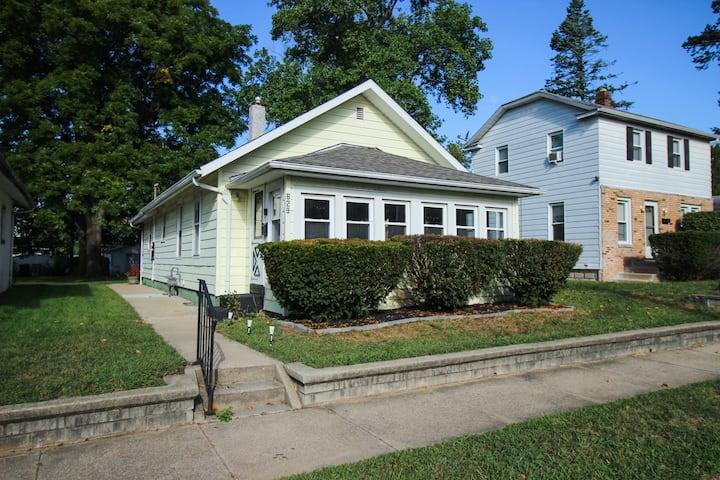Cozy 3b private home near IUSB, Notre Dame, & Zoo