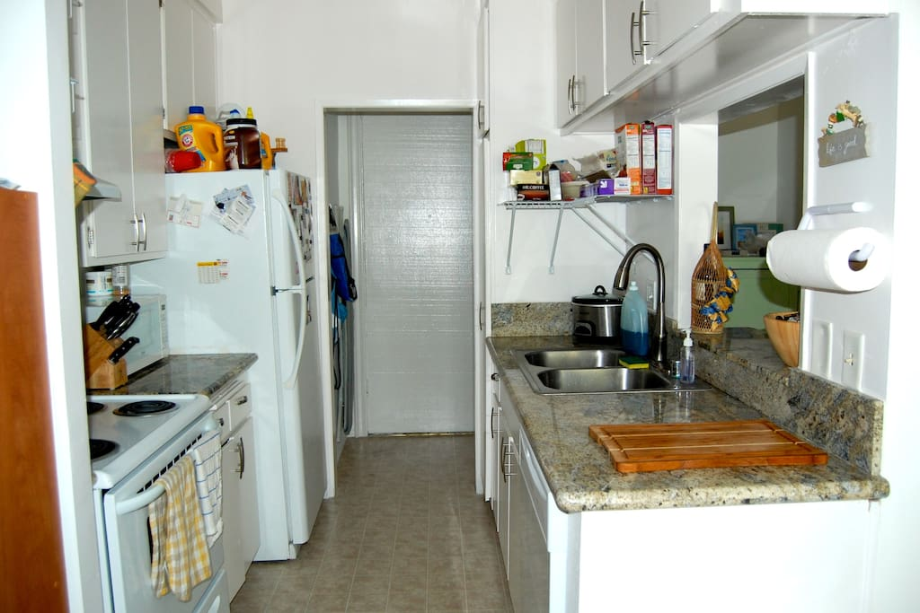 Easy access kitchen that is located just next to living room & great for entertaining. Dishwasher, food disposal, microwave & oven.