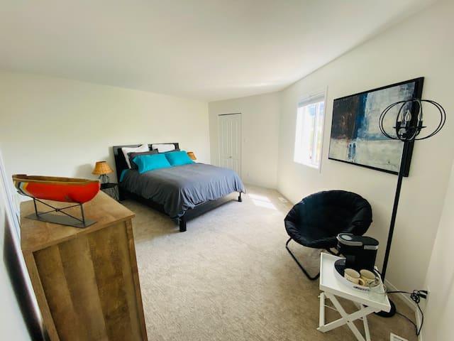 Bedroom #2, Queen bed, walk-in closet