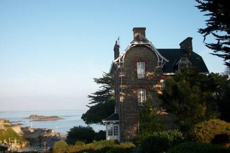 Belle et Grande Villa familiale Vue mer et plage - Dinard